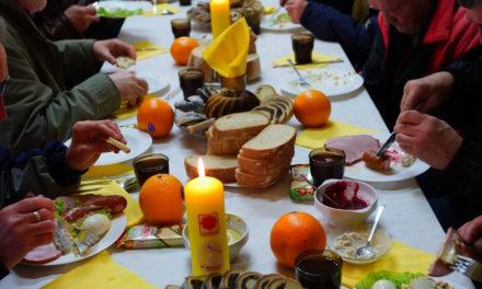 Śniadanie wielkanocne we wrocławskiej Caritas