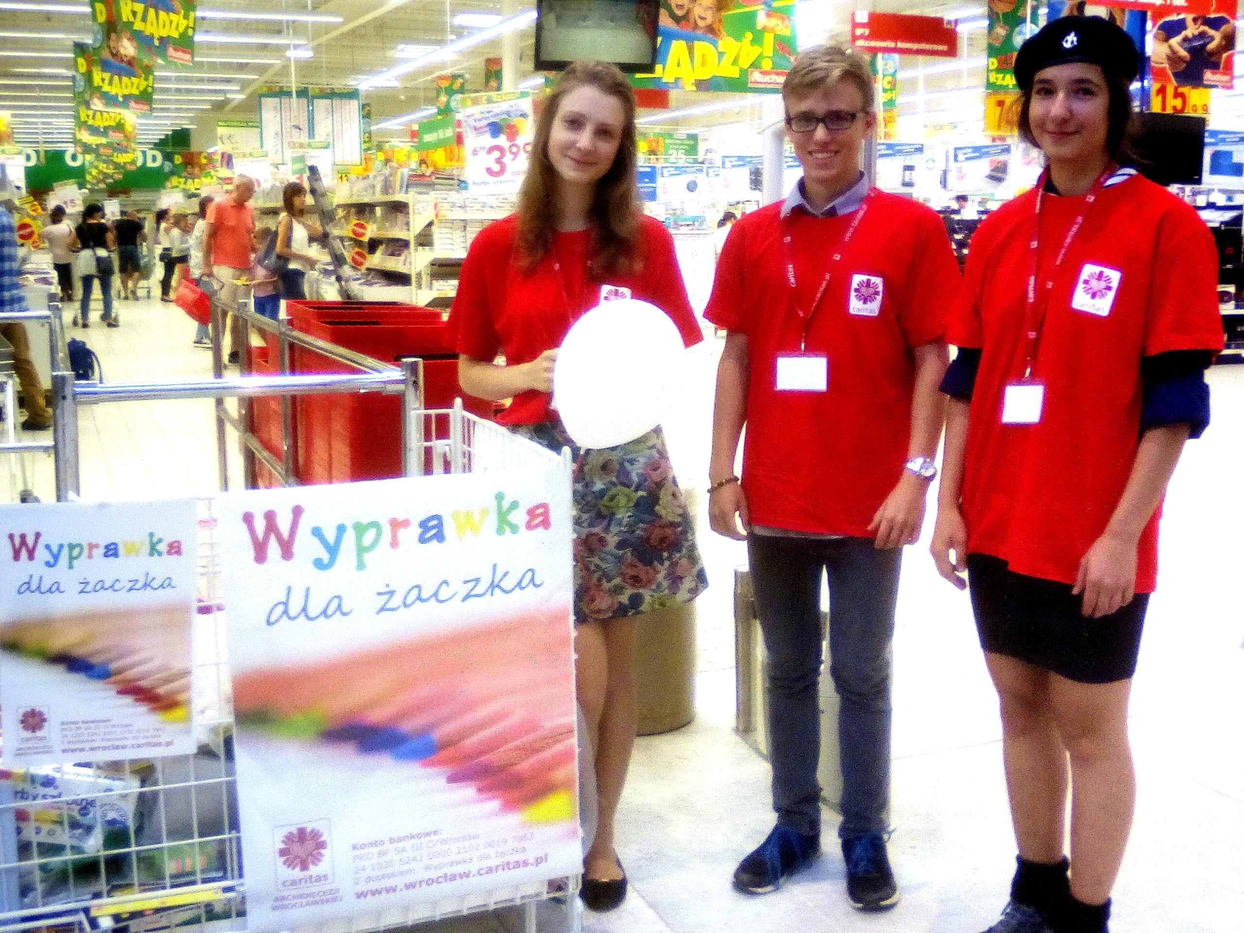 Wolontariusze dŻ 2017 Natalia, Bartek i Patrycja(od lewej)